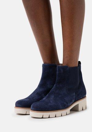 Platform ankle boots - marine/dust