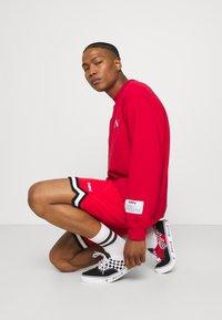 Mennace - COURTSIDE REGULAR - Sweatshirt - red - 3