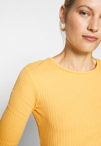 Anna Field - Basic T-shirt - ochre - 5