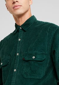 Levi's® - OVERSIZED WORKER - Camisa - pine grove - 4