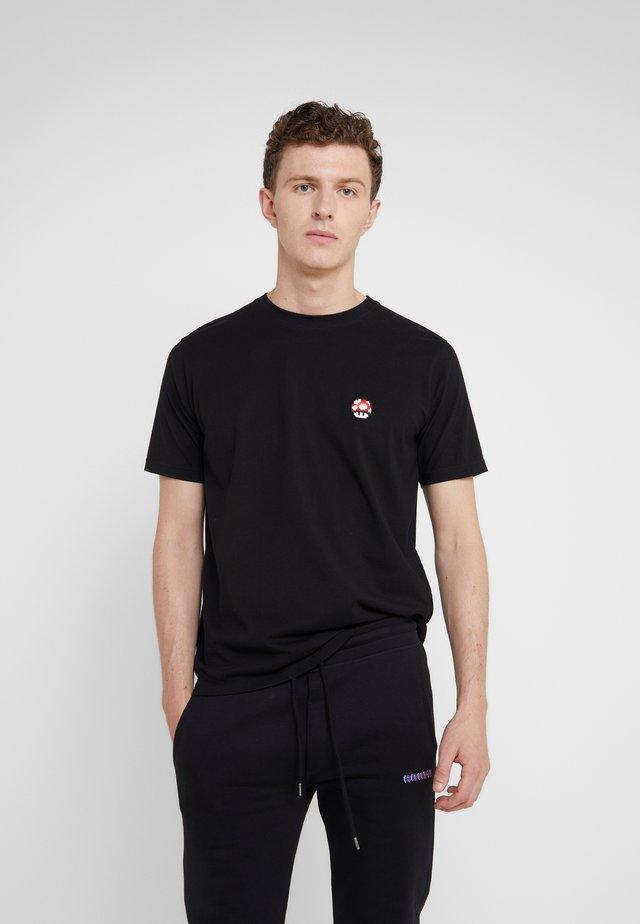 SMALL RED MUSHROOM - Basic T-shirt - black