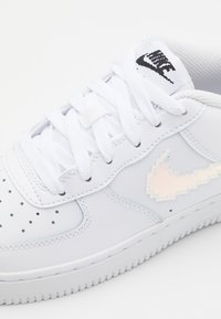 Nike Sportswear - AIR FORCE 1 LV8 UNISEX - Trainers - white/multicolor/black - 5