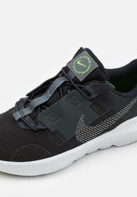 Nike Sportswear - CRATER IMPACT UNISEX - Zapatillas - black/iron grey/off noir/dark smoke grey/mean green/white - 5