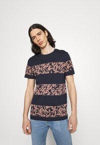 Jack & Jones - JORMONDAY - Print T-shirt - navy blazer - 0