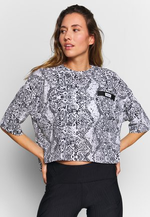 SHORT SLEEVE CROPPED TEE WITH BONDED POCKET DETAIL - Print T-shirt - white
