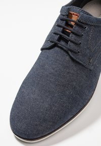 Pier One - Zapatos con cordones - denim - 5