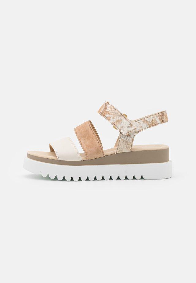 Sandalen met plateauzool - panna/shell