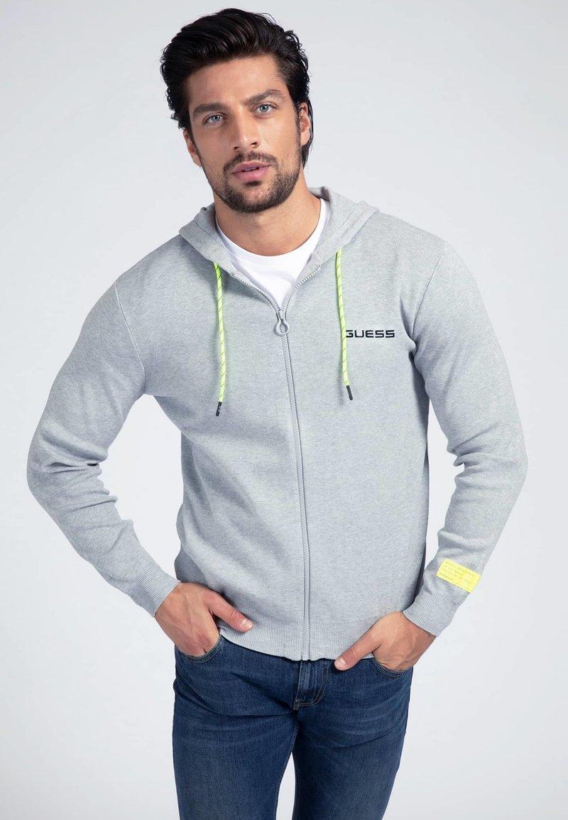 Guess - Zip-up hoodie - hellgrau