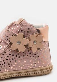 Primigi - Zapatillas altas - cipria/rosa - 5