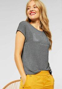 Street One - MIT AUFSCHRIFT - Print T-shirt - grau - 0