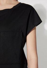 Tezenis - BRUSTTASCHE - Basic T-shirt - nero - 3