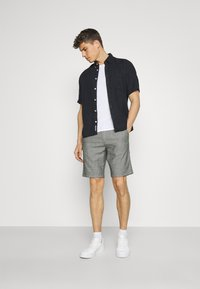 Selected Homme - SLHMILES FLEX - Shorts - black/mixed with egret - 1