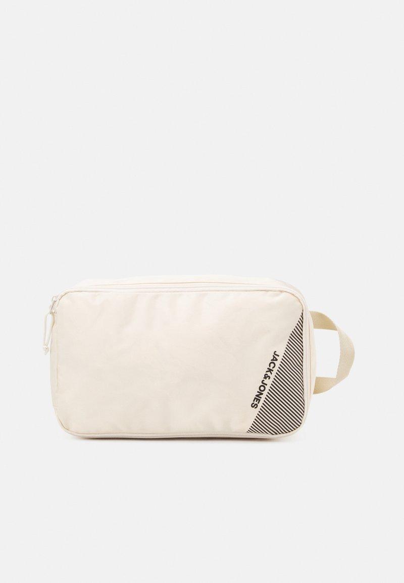 Jack & Jones - JACSHOE BAG - Trousse de toilette - cloud cream