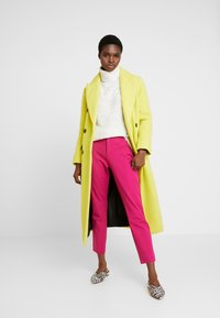 Banana Republic - SLOAN SOLIDS - Chino - fuschia - 2