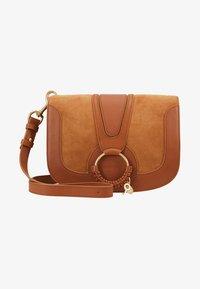 See by Chloé - HANA MEDIUM - Across body bag - caramello - 5