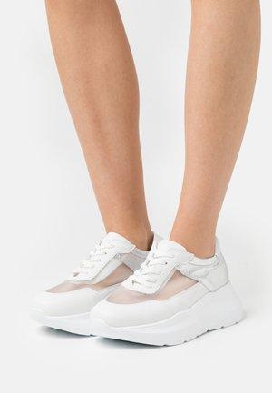GÜMÜŞ - Sneakersy niskie - silver