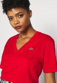 Lacoste - T-shirt basique - rot - 5