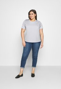 Selected Femme Curve - SLFPERFECT TEE BOX - Print T-shirt - arctic ice/snow white - 1