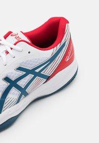 ASICS - GEL-GAME 8 CLAY - Tenisové boty na antuku - white/mako blue - 5