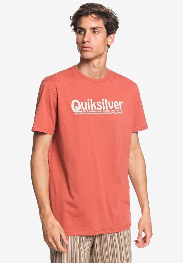 NEW SLANG - Print T-shirt - redwood