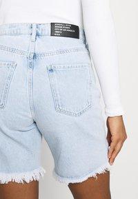 KENDALL + KYLIE - BERMUDA - Shorts di jeans - light wash - 6