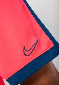 Nike Performance - DRY ACADEMY SHORT  - Sports shorts - laser crimson/valerian blue - 5