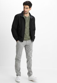 Lindbergh - CLASSIC WITH BELT - Chinos - silver - 1