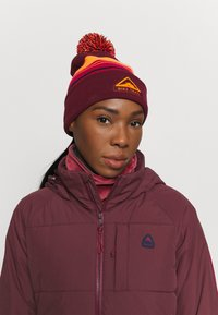 Nike Performance - BEANIE CUFFED TRAIL UNISEX - Gorro - dark beetroot - 1