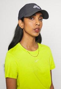 Nike Sportswear - FUTURA - Cap - black/white - 4