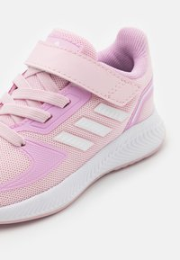 adidas Performance - RUNFALCON 2.0 UNISEX - Hardloopschoenen neutraal - clear pink/footwear white/clear lila - 5