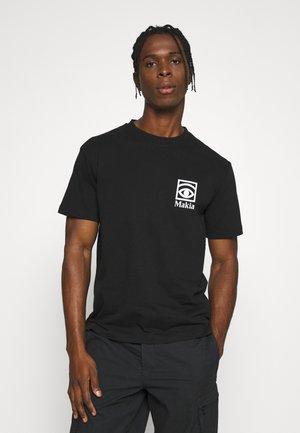 Makia x Olle Eksell Ögon T-Shirt - Printtipaita - black