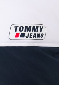 Tommy Jeans - COLORBLOCK JACKET - Kurtka zimowa - white/twilight navy - 2