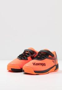 Kempa - WING 2.0 JUNIOR UNISEX - Boty na házenou - fluo orange/black - 2