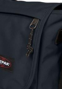 Eastpak - CORE COLORS/AUTHENTIC - Across body bag - cloud navy - 3