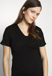 Dorothy Perkins Maternity - PLAIN SHORT SLEEVE NURSING BALLET WRAP - Basic T-shirt - black