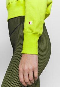 Champion - CREWNECK LEGACY - Sweatshirt - neon yellow - 5