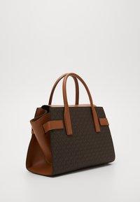 MICHAEL Michael Kors - CARMEN FLAP BELTED SATCHEL - Handbag - brown/acorn - 2