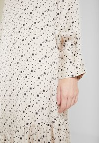 Levete Room - HANNA - Denní šaty - cement - 5