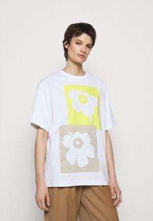 CREATED OHJE KIVET - Print T-shirt - off-white/yellow/beige