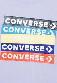 Converse - COLOURBLOCKED LOGO TEE - T-shirt con stampa - porpoise - 2