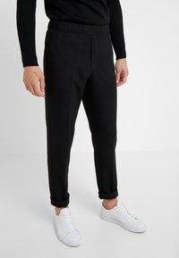 Bruuns Bazaar - CLEMENT CLARK PANT - Trousers - black - 0