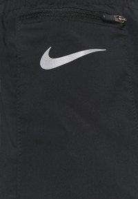 Nike Performance - TEMPO LUXE SHORT  - kurze Sporthose - black/silver - 6