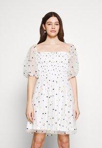 Lace & Beads - CALI DRESS - Koktejlové šaty/ šaty na párty - white - 0