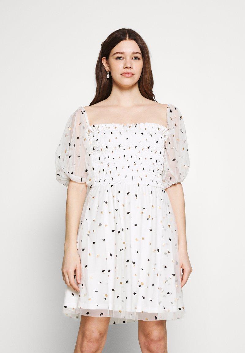 Lace & Beads - CALI DRESS - Koktejlové šaty/ šaty na párty - white