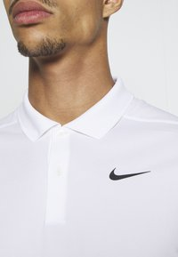 Nike Performance - DRY VICTORY SOLID SLIM - Funkční triko - white/black - 5