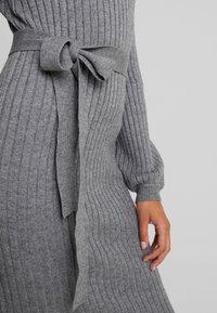 Vero Moda - VMSVEA - Jumper dress - medium grey melange - 4