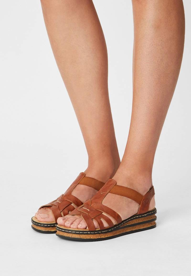 Rieker - Sandály na platformě - braun