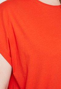 Urban Classics Curvy - LADIES EXTENDED SHOULDER TEE - T-shirt basic - bloodorange - 5