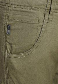 Name it - NITBAMGO  - Cargo trousers - deep lichen green - 4
