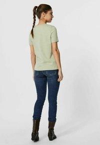 Vero Moda - PAULA  - Basic T-shirt - desert sage - 2